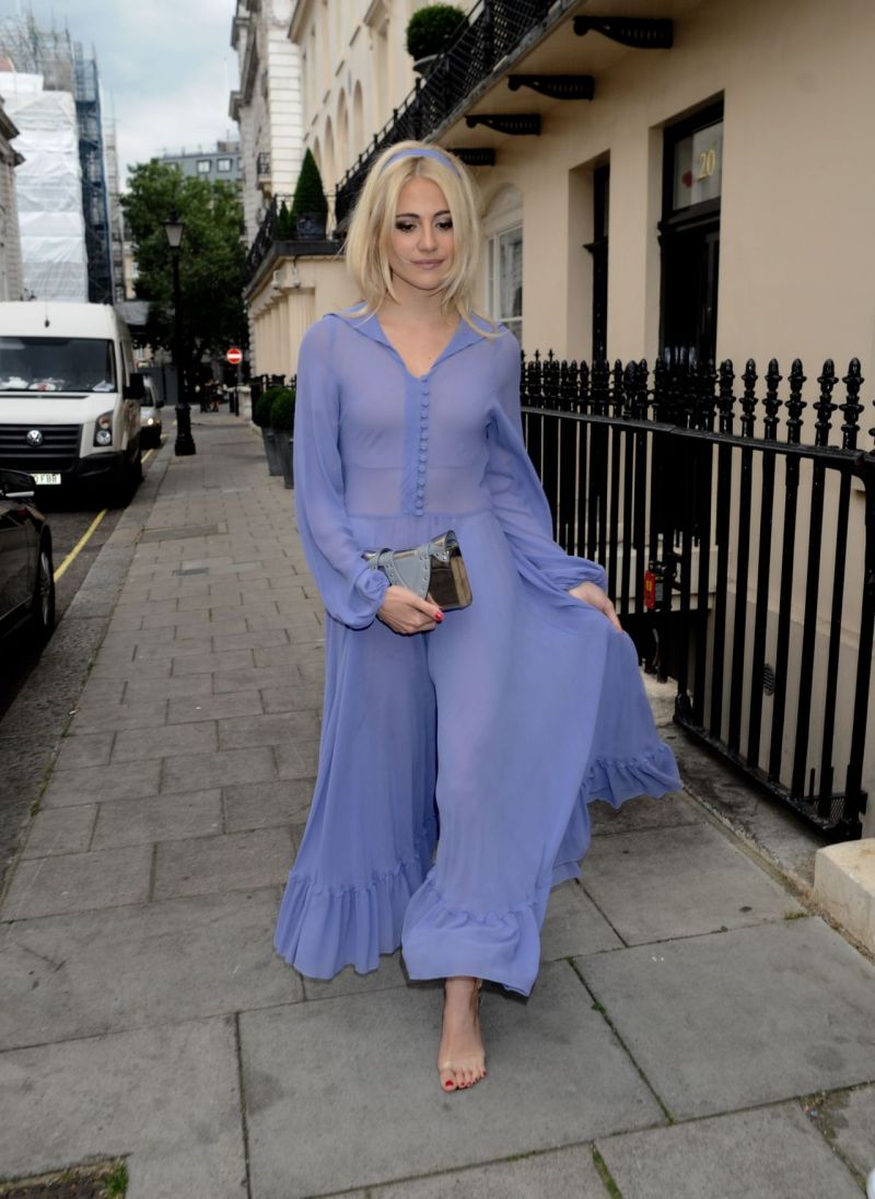 pixie-lott-shows-off-her-eclectic-style-london-7-21-2016-6