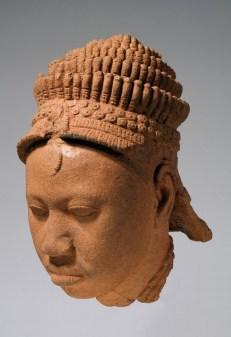Head. Ita Yemoo, Ife. 12th-15th century C.E. Terra-cotta.. Fundación Marcelino Botín/Museum for African Art. © National Commission for Museums and Monuments, Nigeria. Photo, Karin L. Willis