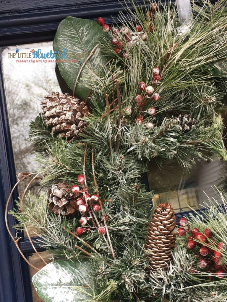 How to update an old wreath with chalky paint! #diy #wreath #christmasdecor