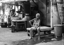 La folie et la solitude règnent dans le bidonville...