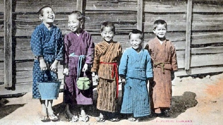 Intriguing Images Capture Japanese Culture in Early 20th Century