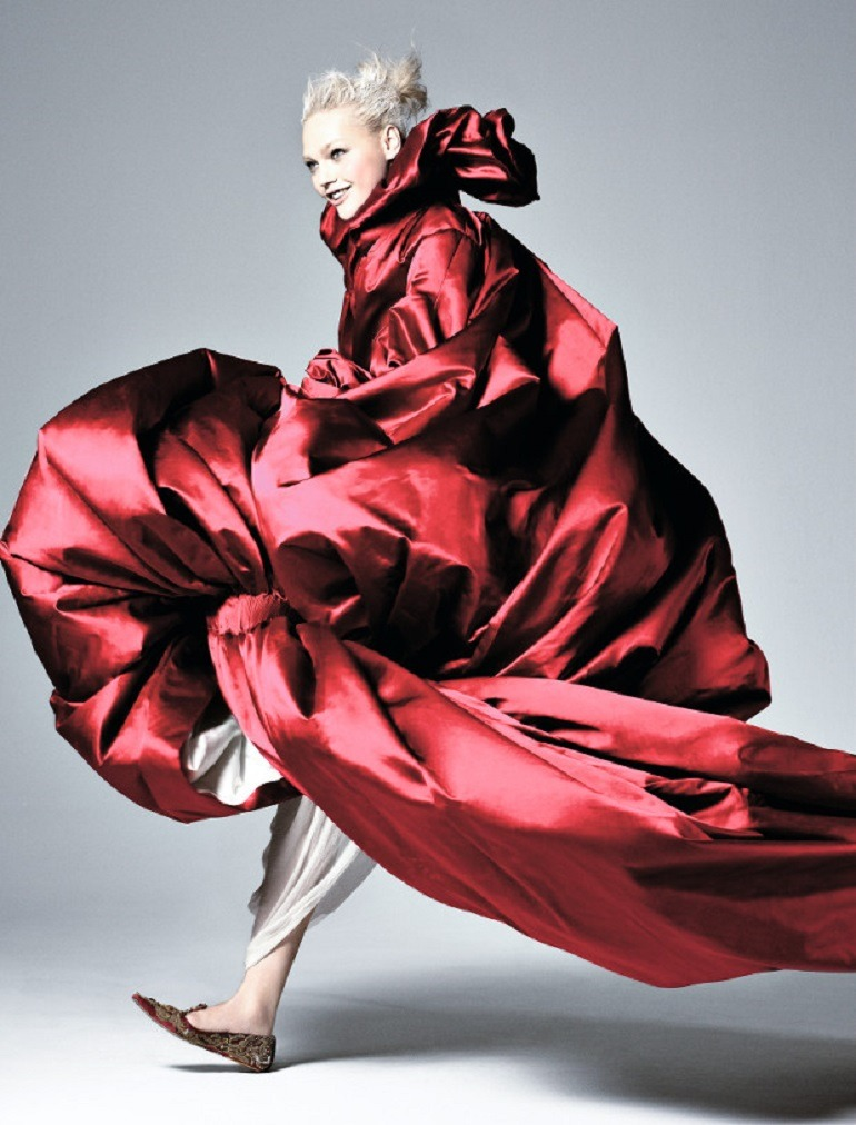 Image: Sasha Pivovarova in Alexander McQueen by David Sims, one of the famous fashion photographers that worked with Grace Coddington at Vogue