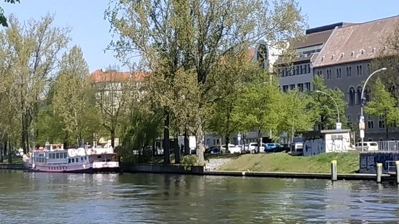 Берліні. Річка, задоволення пароплав