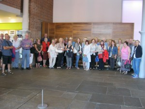 art classes on merseyside, liverpool and southport, beginners art class, members on a gallery visit