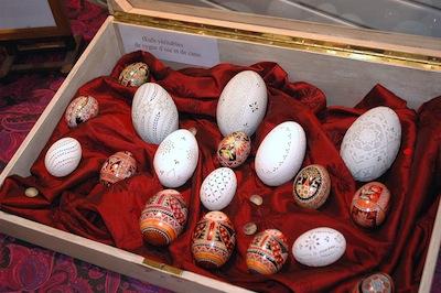 vitrine-divers-œufs-Ines