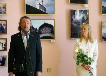 kaz_vystavka_tikhomirovykh_okonopis