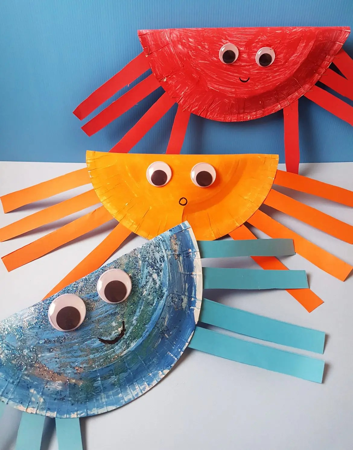 Trace and cut out the small round shape on pink paper and cut out the eyes from the template. Easy To Make Paper Plate Crab Craft For Toddlers