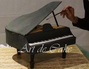 painting piano cake LR