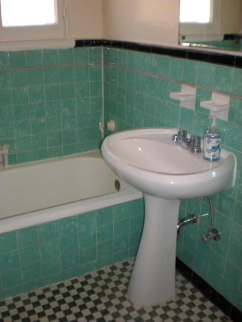 Stanley Avenue apartment art deco bathroom