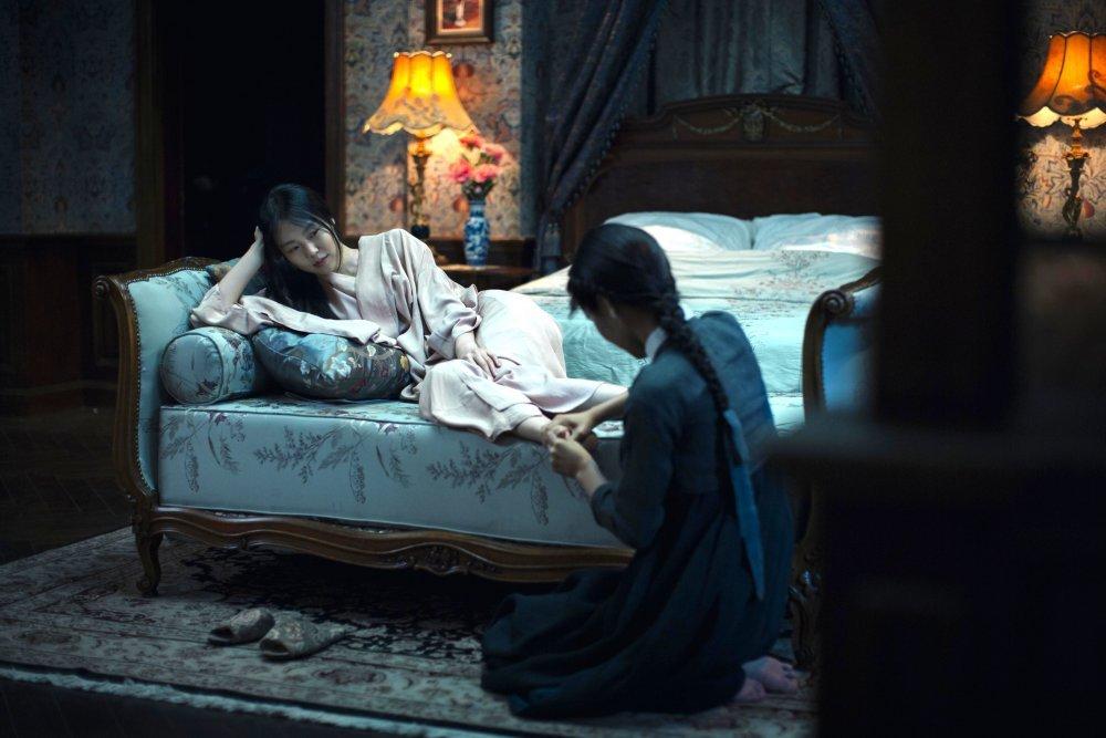 handmaiden-the-2016-001-woman-lies-on-bed-whilst-servant-massages-feet
