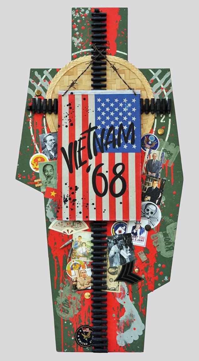 Terč č.12: VIETNAM 68 - PRELOM VO VOJNE 122,5x60x5, sololit na ráme, akryl, asambláž / ready-made Intervencia USA vo Vietname znamenala poslednú eskaláciu tridsaťročného vojnového konfliktu na území Indo-Číny a zbrojného súperenia medzi imperialistami ZSSR a USA Мішень №12. 68 В'ЄТНАМ - ПЕРЕЛОМ У ВІЙНІ 122,5x60x5, оргалит на рамі, акрил, aссамбляж / ready made Остання ескалація втручання США у В'єтнамі під час тридцятьрочного звройного конфлікту в Індокитаї та озброєннего суперництва між імперіалістами СРСР і США Target No.12: VIETNAM 68 – A BREA IN THE WAR 122,5x60x5, fibreboard on a frame, acrylic, assemblage / ready-made The intervention of the USA in Vietnam was the last escalation of the thirty-year war conflict in Indo-China and of the arms rivalry between the imperialists of USSR and USA