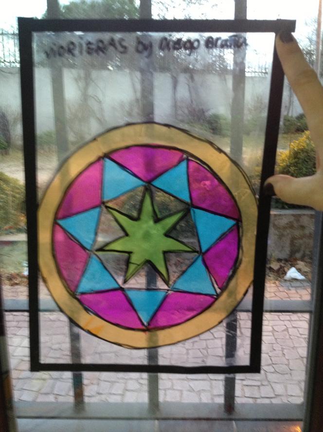 Vidrieras medievales con celofn de colores  Con tus manitas