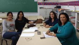 Professora Andréa Senra ao lado da Secretária de Educação da Prefeitura de Além Paraíba Profa. Luciana Galhardo e sua equipe pedagógica