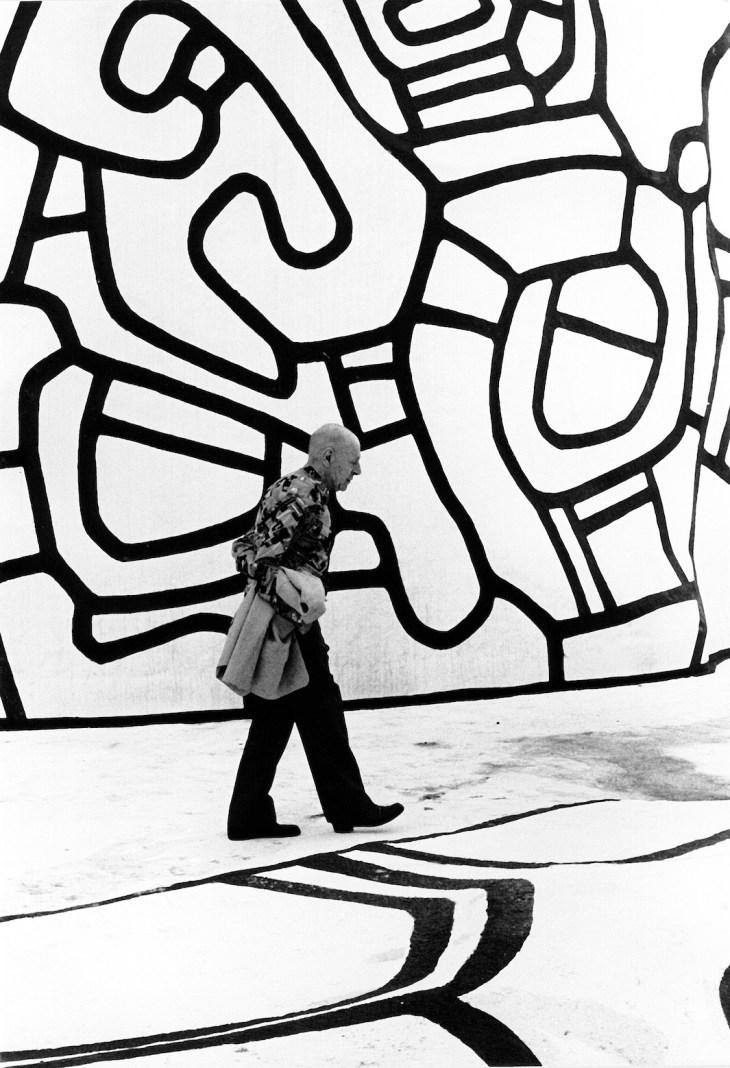Kurt Wyss, Jean Dubuffet sur la Closerie Falbala, Périgny-sur-Yerres, 3 août 1973 © Kurt Wyss_Bale.jpg