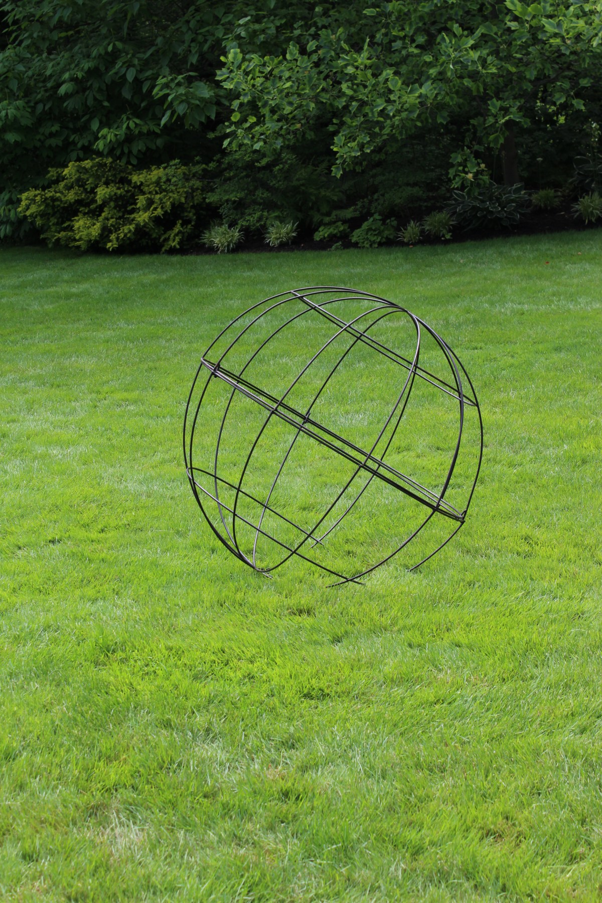 Wire Ball 39%22 in lawn_Lexington Field + Garden Tour 2013