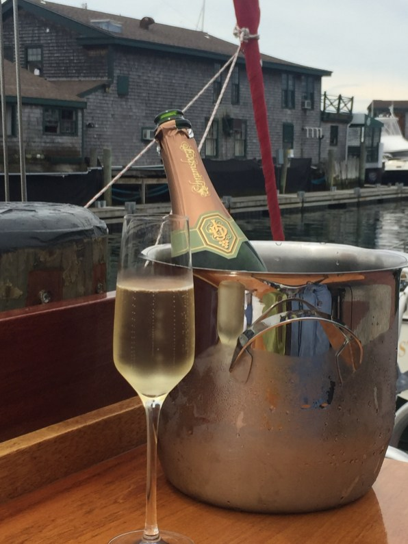 ww-22-bowen-bubbly-in-bucket-newport-artefacthome