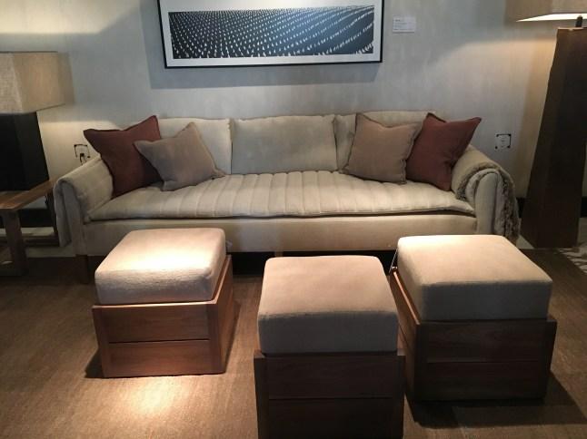 penelope-sofa-uph-sandy linen 010-with dixie cubes-verellen