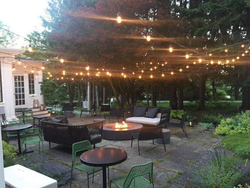 whitehall-inn-back patio