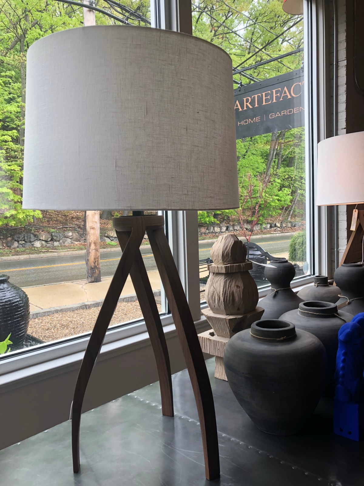 lamp-twist table-sealed walnut-wh linen shade-verellen@artefacthome