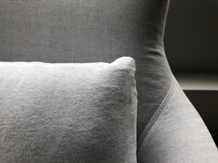 victor-chair-uph sawyer grey-double needle detail 1-verellen@artefacthome