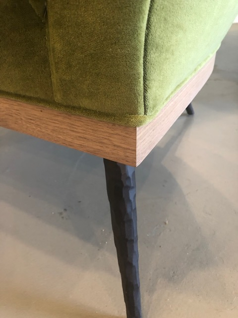 paola-club chair-detail walnut base-leg-verellen@artefact