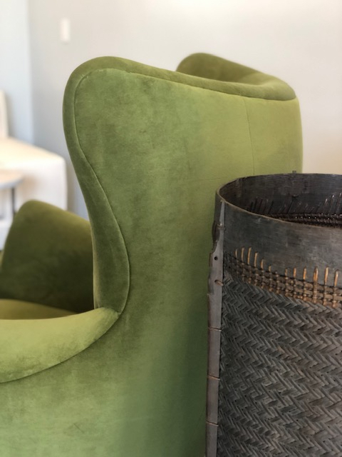 paola-club chair-uph forest green velvet-curves-verellen@artefact