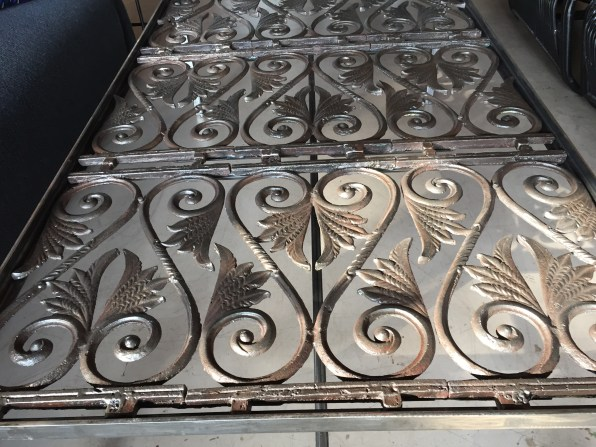 grate table detail