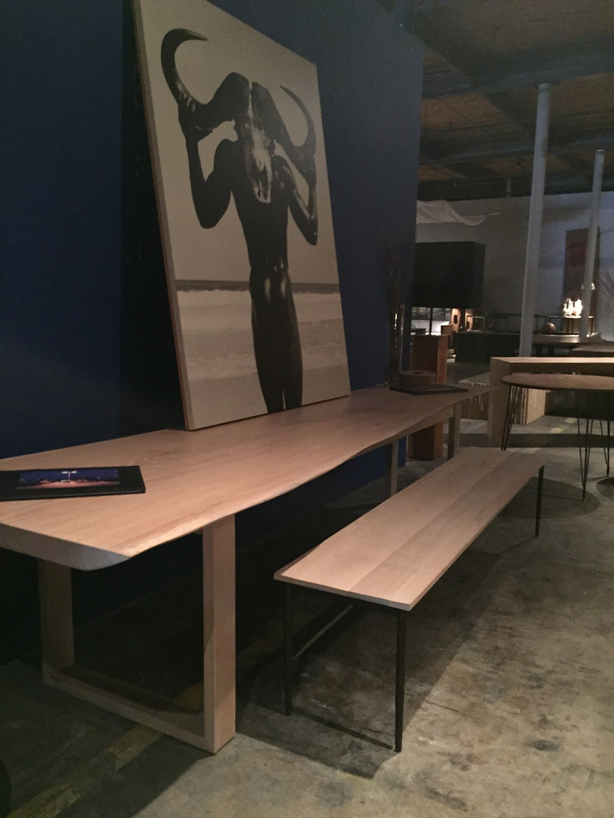 glorious 11' table console