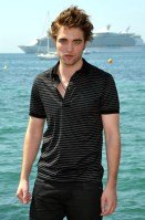 PHOTOS DE ROBERT PATTINSON À CANNES - SO BEAUTIFUL !!