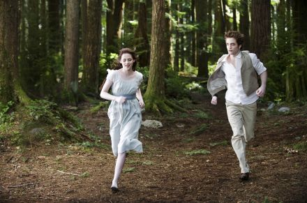 DEUX AUTRES IMAGES DE NEW MOON EN VERSION HQ !