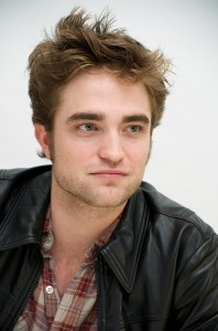 NEW MOON- CONFERENCE DE PRESSE- PHOTOSHOOT AVEC ROBERT PATTINSON
