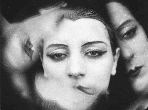 KIKI Man Ray Fecha: 1924 / Copia póstuma, 1982 Técnica: Gelatinobromuro de plata sobre papel Dimensiones: 22,1 x 29,7 cm