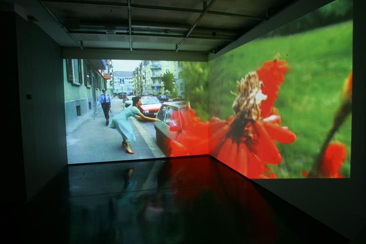 Detalhe do vídeo de Pipilotti Rist, mulheres artistas