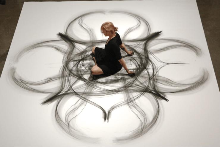 Desenhando com o corpo – os desenhos orgânicos de Heather Hansen
