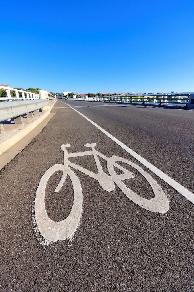 Desenho anamórfico: bicicleta sinalização