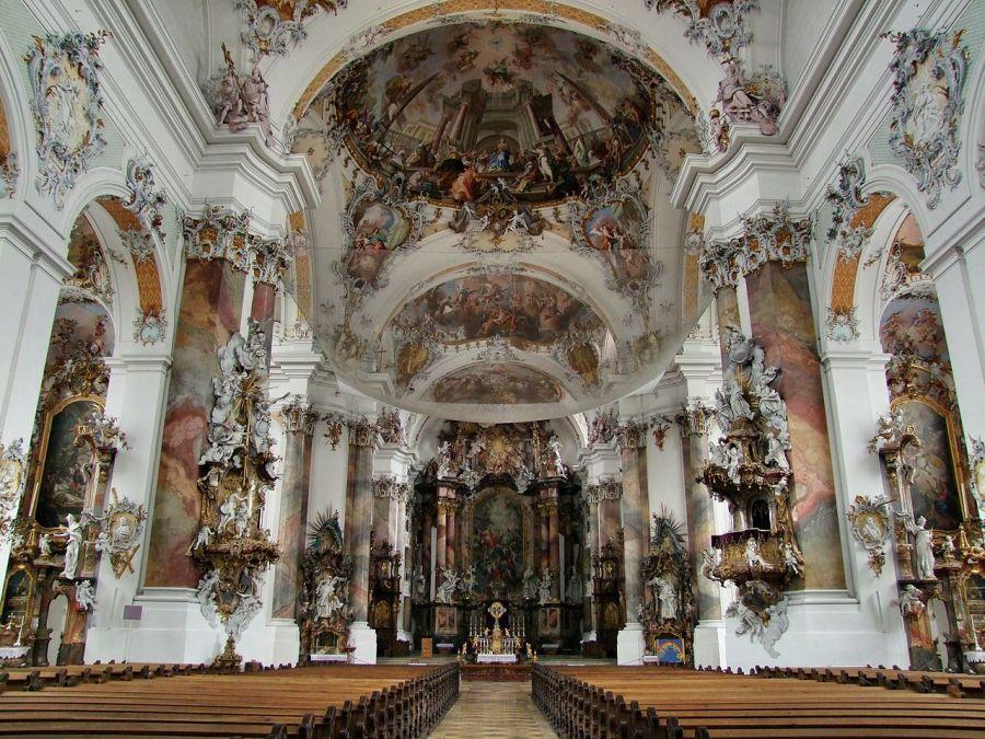 Interior da Basílica de Ottobeuren, construída no século 18, na Bavária