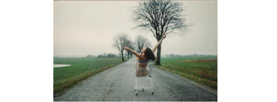 """Kirsten Justesen – Lunch for a Landscape na provocativa exibição """"Domestics Affairs"""""""