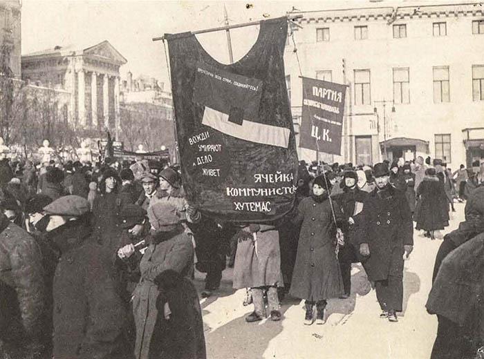 Alunos-do-Vkhutemas-em-manifestação-aut-desconhecida-1923