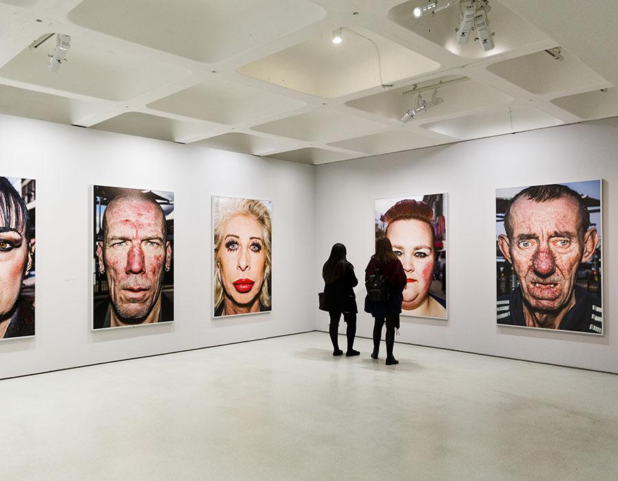 As visitações nas galerias de arte estão em declínio, saiba o porquê