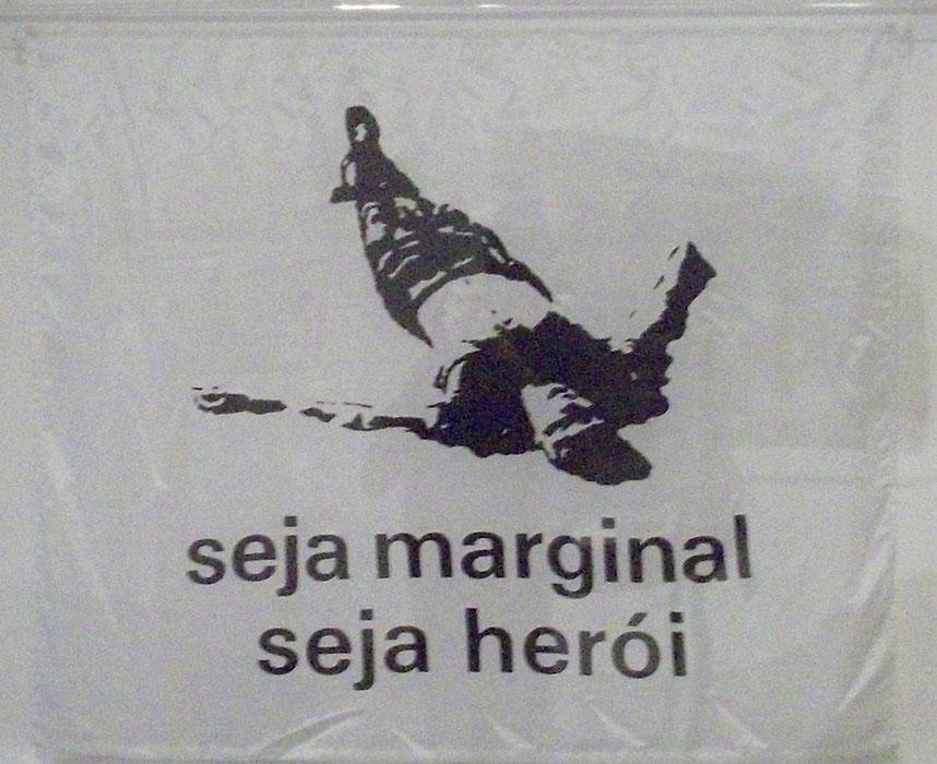 arte abstrata; hélio oiticica; Seja Marginal Seja Herói (1968)