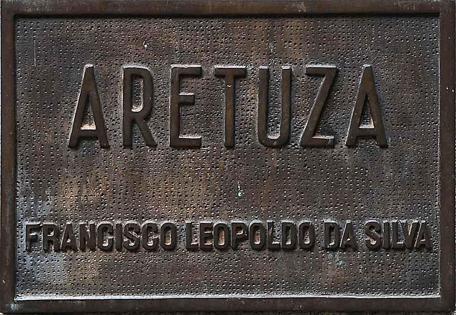 placa de Aretuza no parque trianon