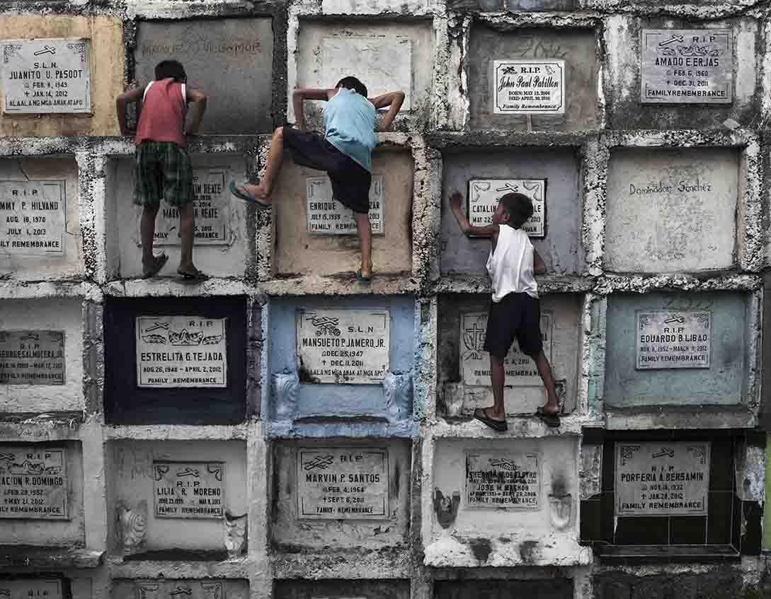 Gustavo Gusmão e as pessoas que vivem em cemitérios
