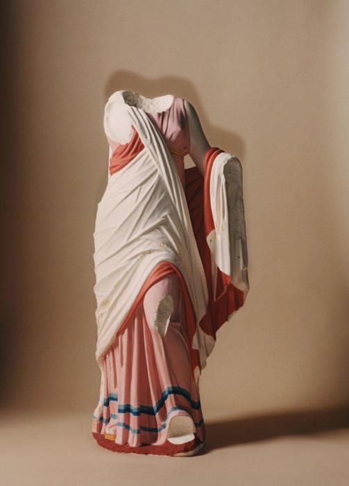 estátuas gregas e romanas não eram brancas ; Reconstrução de uma estátua de mármore. Crédtios- MArk Peckmezian
