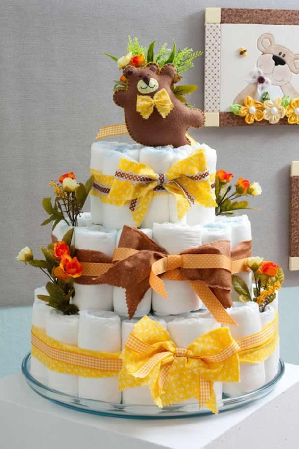 artesanato-para-bebe-bolo-fraldas