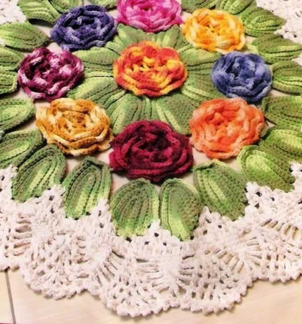 Tapete de barbante circular com flores