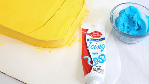 bolo-dos-minions-glace-azul