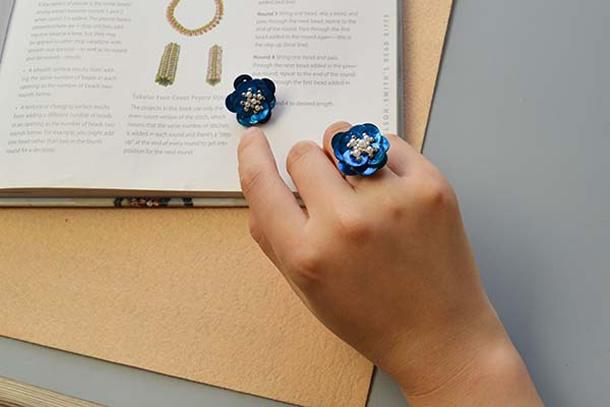 anel-bijuteria-flor-botoes