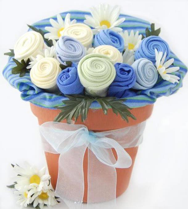 enfeites-para-cha-de-bebe-flores-roupas2