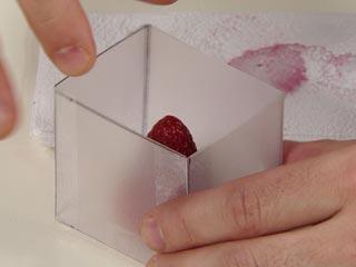 caixa fruta mao