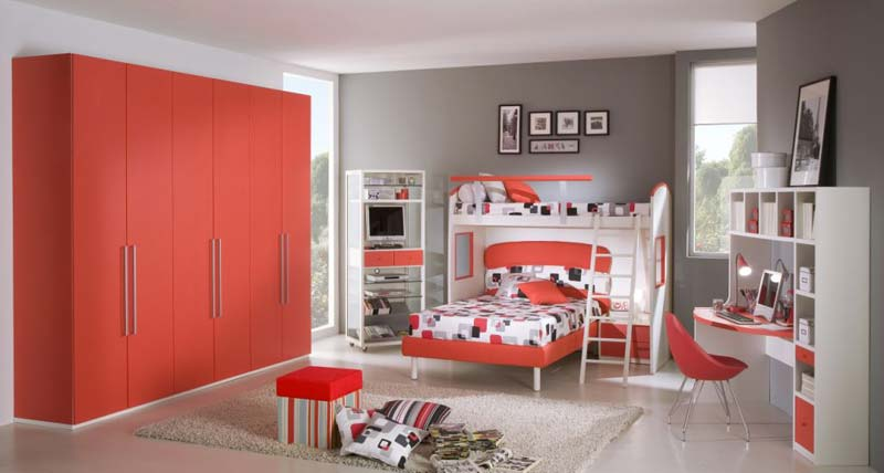 Quarto de menina, vermelho, beliche e escrivaninha